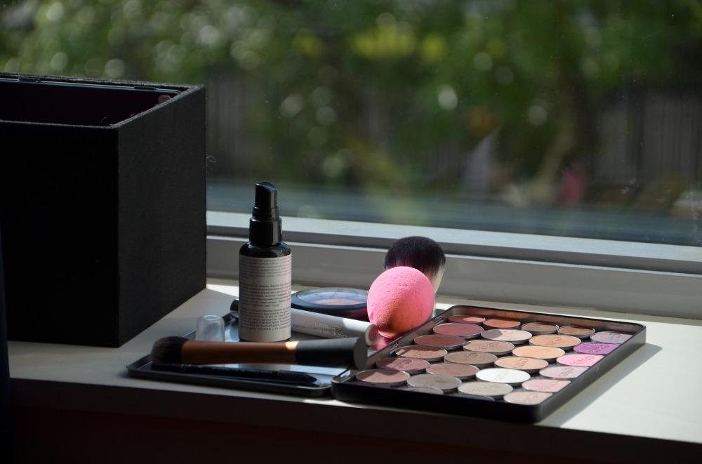 makeup-3939558_1920